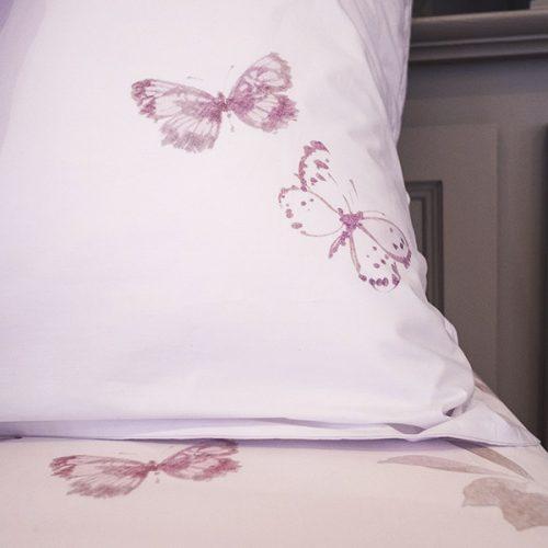 Détail de Poésie , collection Julie Lavarière, linge de lit haut de gamme fabriqué en France, en vente exclusive à Lyon